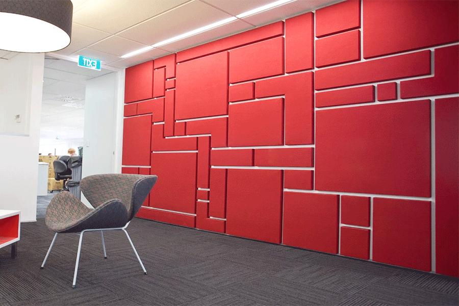 обшивка стен панелями осуществляется мастерами
